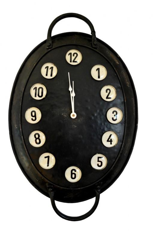 Nástěnné hodiny ve tvaru pekáče 8e3c04a7a0